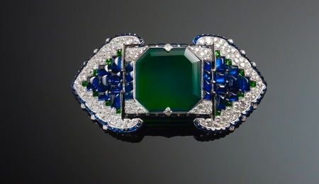 Broche Cartier Émeraude, Saphirs, Diamants, Or, Platine 1922 The Al Thani Collection © Servette Overseas Limited 2014